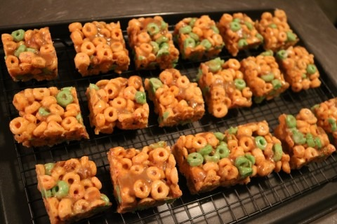 caramel-apple-jack-treats-recipe-030-mobile