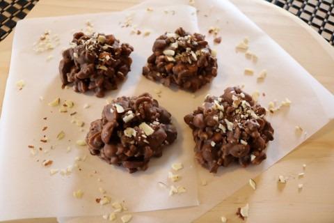 peanut-almond-bark-clusters-recipe-084-mobile