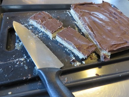 caramel-butterscotch-chocolate-cracker-bars-recipe-022-mobile