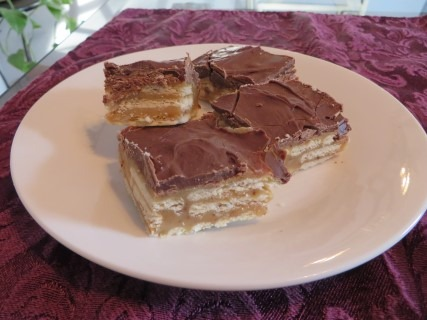 caramel-butterscotch-chocolate-cracker-bars-recipe-029-mobile